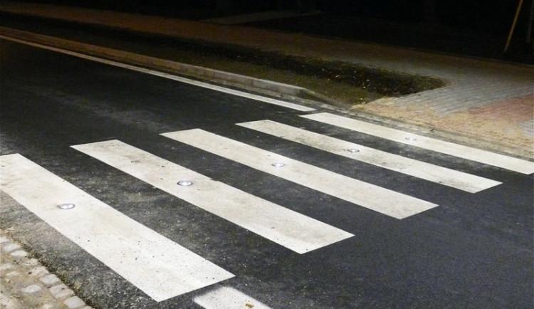 Řidič na Sokolovské ulici srazil chodce, který nadýchal 2,3 promile. Zraněný muž si z domova zavolal sanitku