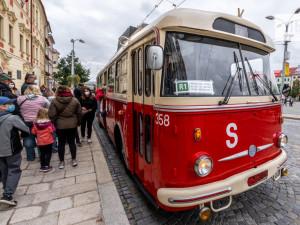 Lidé v Jihlavě zavzpomínali na doby, kdy ulice brázdily legendární Škodovky nebo Karosy