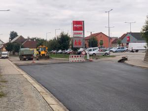 Opravy Palackého ulice v Třešti pokračují. Kudy nyní projedete?