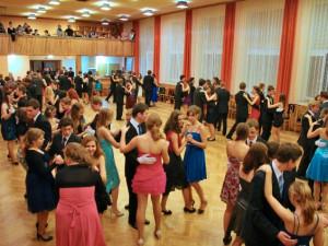 O taneční kurzy je na Vysočině zájem větší než loni. Věnečky se někde konaly i v létě