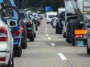 Jihlava dala spočítat auta vjíždějící do města. Průzkum vyjde na 660 tisíc korun