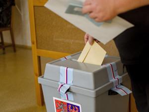 Volby v karanténě do přenosné schránky. Kam na Vysočině zavolat a na co nezapomenout?