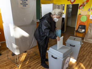 VOLBY 2021: Začíná druhý volební den. Lidé dnes zvolí nové poslance