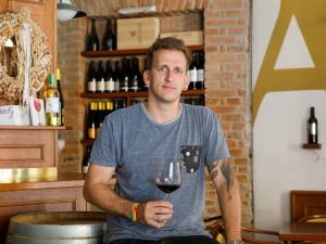 Každé víno z naší nabídky ochutnám, říká Milan Augustin z THEWINES.CZ