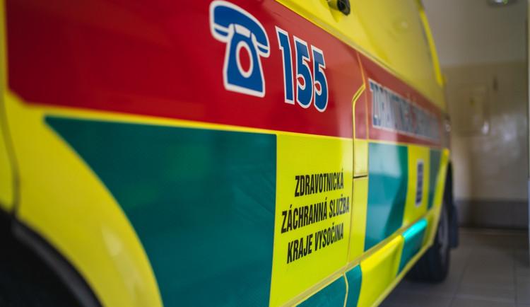 Řidič Škody srazil dívku na kolečkových bruslích, ta skončila se zraněním v nemocnici