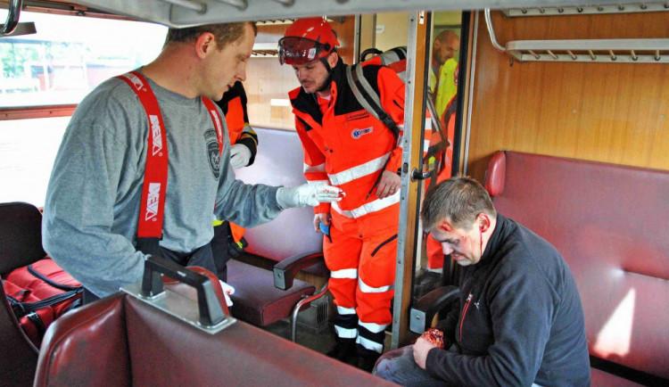 Práce porodní asistentky není cizí ani havlíčkobrodským hasičům