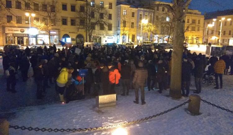 Demonstrace proti zvolení Zdeňka Ondráčka do čela komise pro GIBS